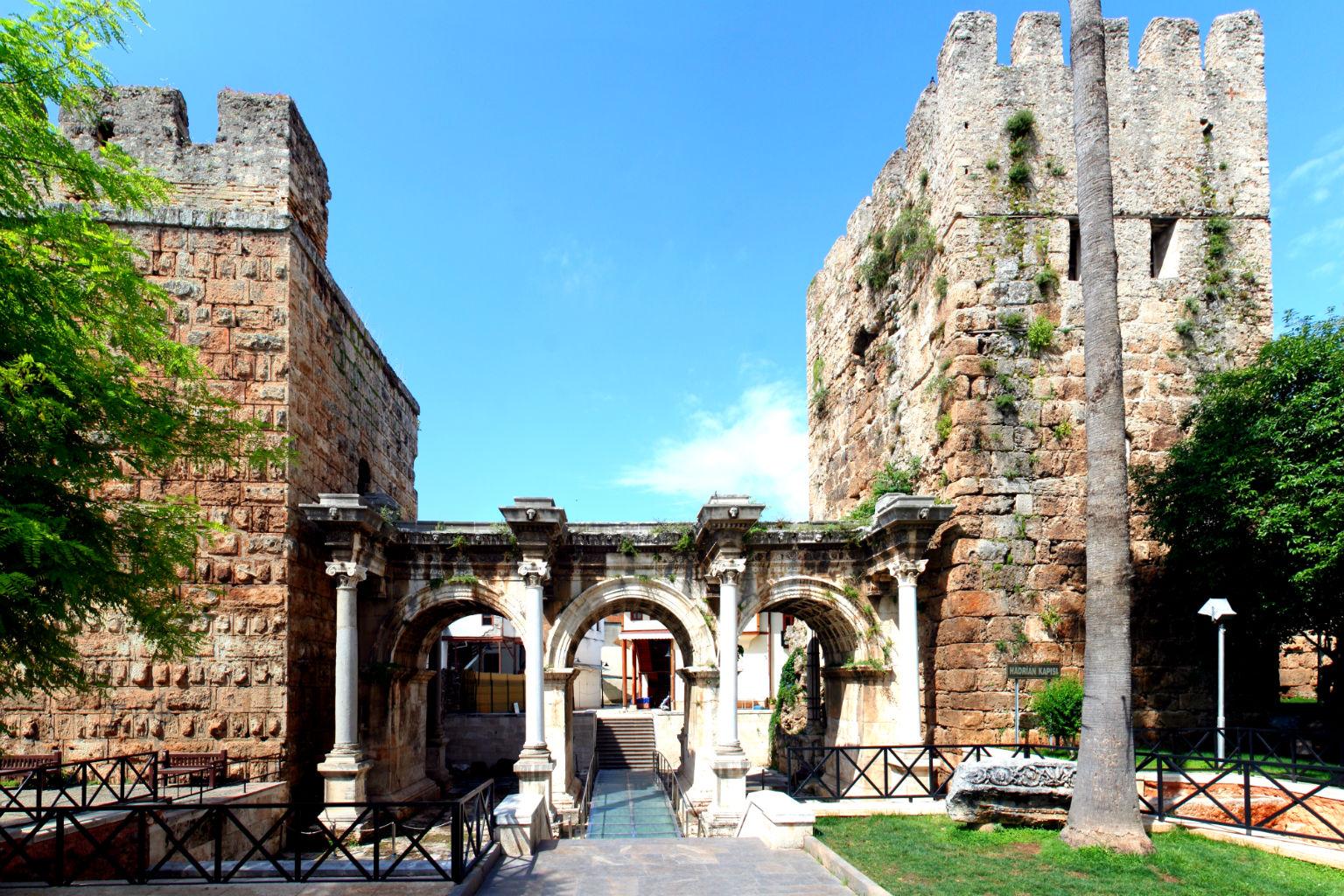 Üçkapılar - Hadrian Kapısı